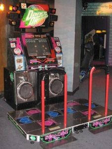 800px-Dance_Dance_Revolution_North_American_arcade_machine_3